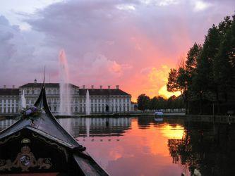 Himmel in Flammen über dem neuen Schloss Schleißheim