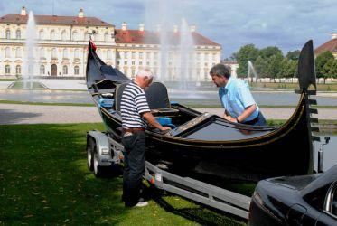 Gondel Max II Emanuel vor der ersten Wasserung im Mittelkanal Schleißheim