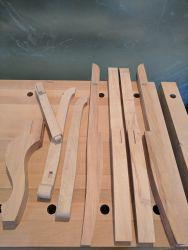 Gondelstühle - die hinteren und vorderen Stuhlbeine und die Armlehnen sind fertig